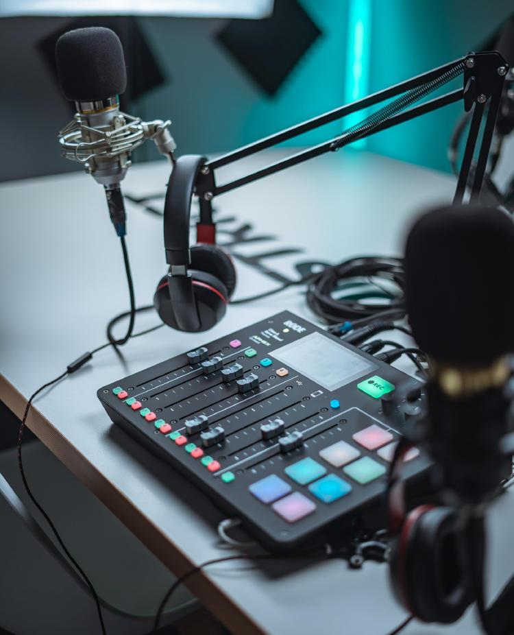 Equipo de grabación de podcasts.