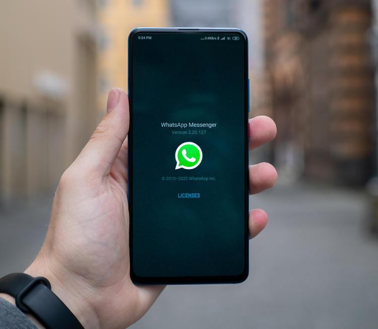 WhatsApp en un móvil Android.