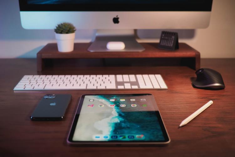 Tecnología y dispositivos móviles.