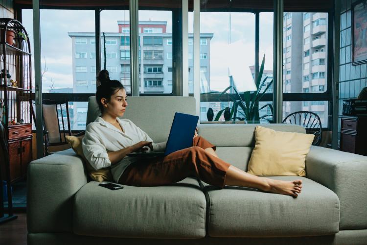 Para teletrabajar no solo es necesario buscar comodidad, también ordenadores potentes.