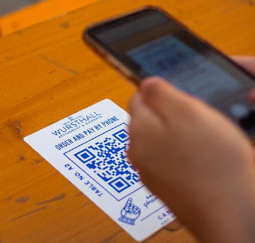 Móvil escaneando un código QR.