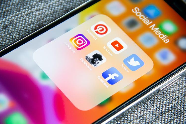 Redes sociales en un iPhone.